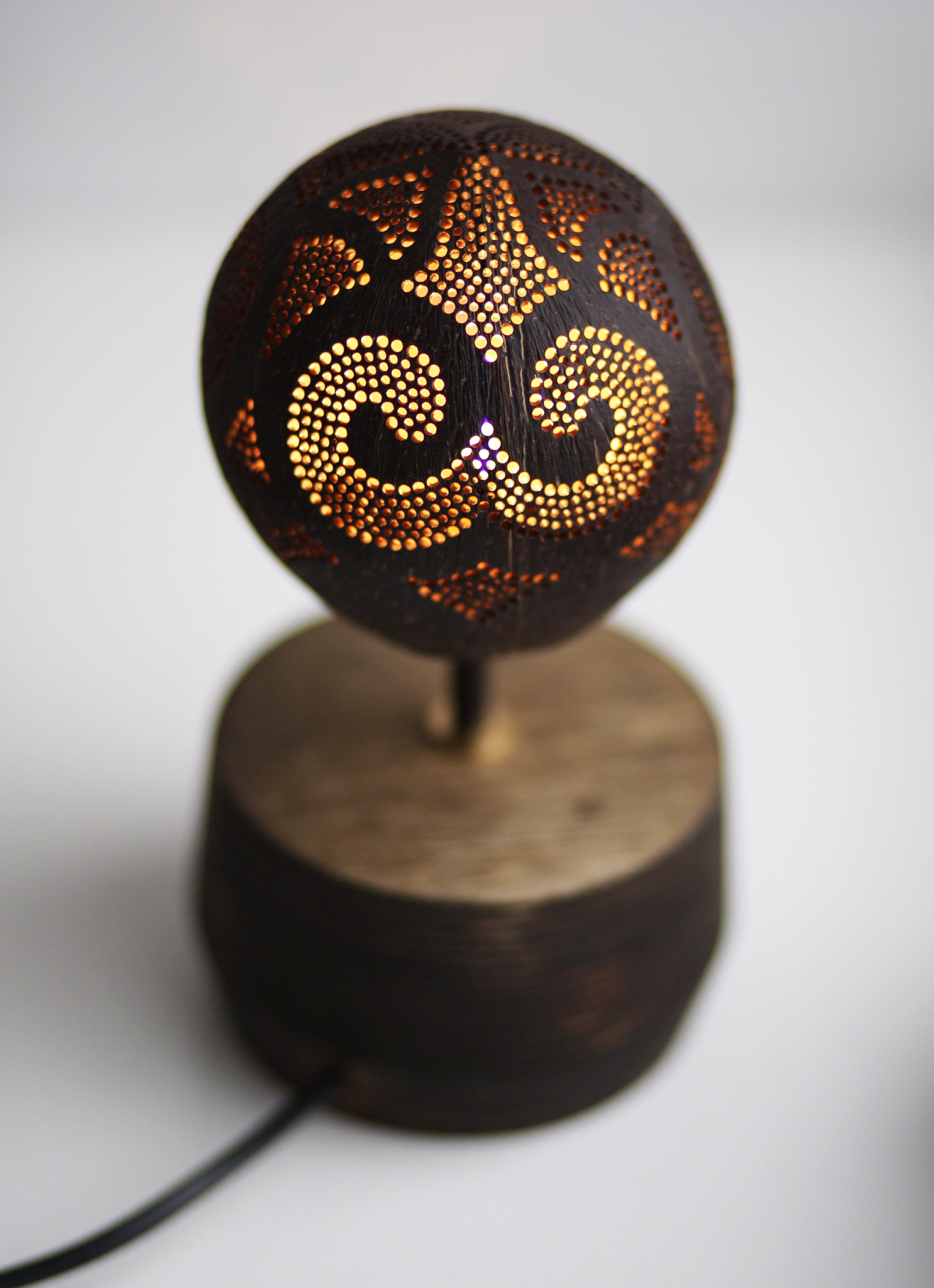 Table soloist handmade coconut lamp skura design - Hand made lamps ...